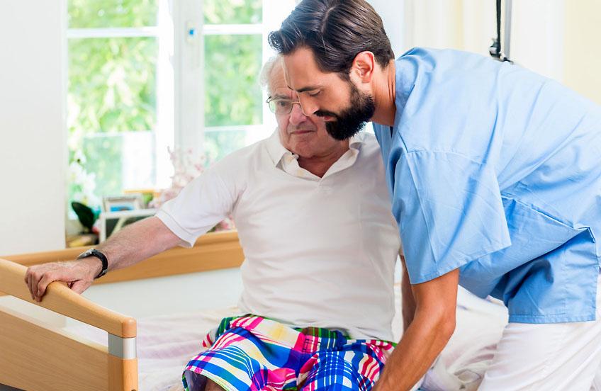 Der Altenpflegeberuf – Altenpfleger, Altenpflegehelferin und die Ausbildung Altenpflege