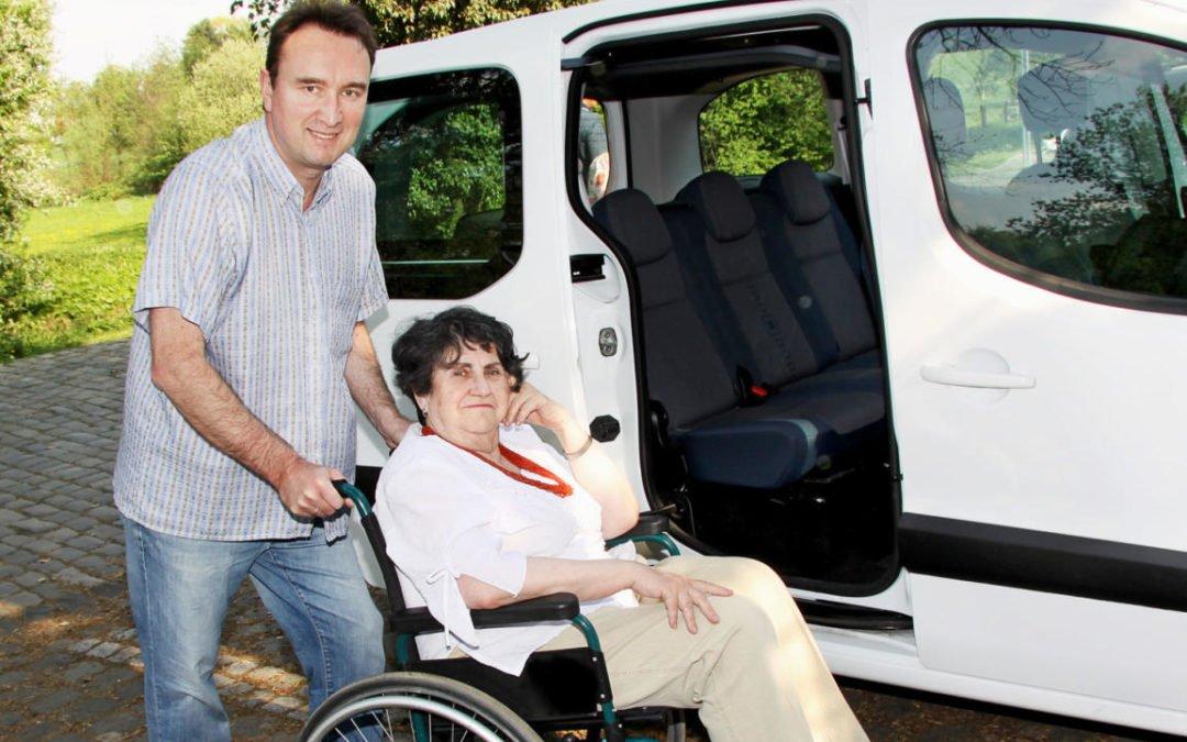 Praktischer Rollstuhl für Senioren