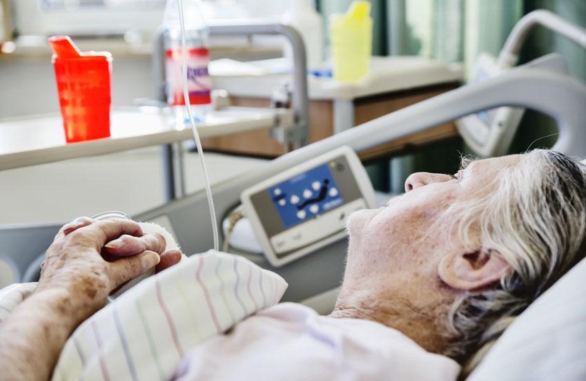 Der Patientenlifter, ein Hilfsmittel für bettlägrige Senioren